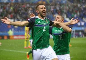 Gareth_McAuley_gol_Irlanda_del_Norte_Ucrania_Euro_2016