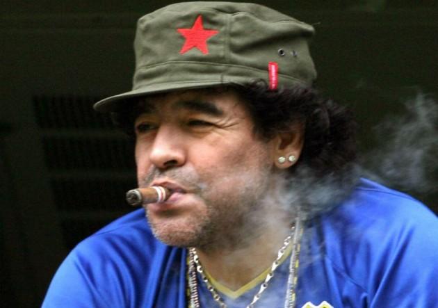 Maradona_habano_palco