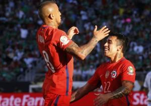 Vidal_Puch_festejo_gol_Chile-Copa100_PS_2016