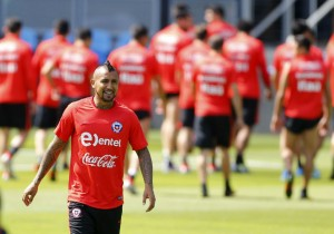 Vidal_entrena_aparte_Chile_junio_2016_PS