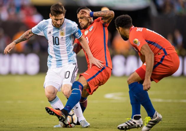 Argentina Chile Messi Vidal Beausejour