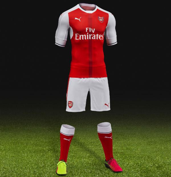 Alexis lideró la presentación de la nueva camiseta del Arsenal ... c6bba0e231a9a