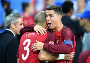 Pepe_Cristiano_Ronaldo_Portugal_campeon_2016_Getty
