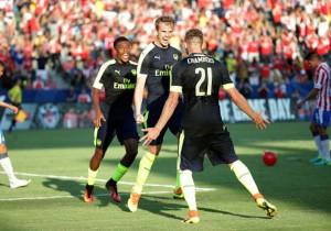Arsenal-celebra_Chivas_2016