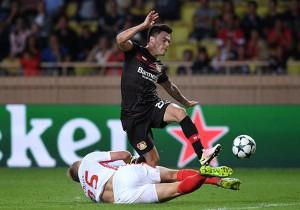 AS Monaco vs Bayer Leverkusen - Charles Aránguiz