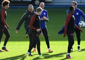 Guardiola_patada_entrenamiento-ManchesterCity_2016