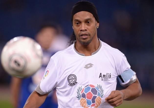 Ronaldinho_camiseta_blanca_amistoso_2016