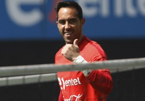 Claudio_Bravo-feliz_Chile_entrena_nov_2016_PS