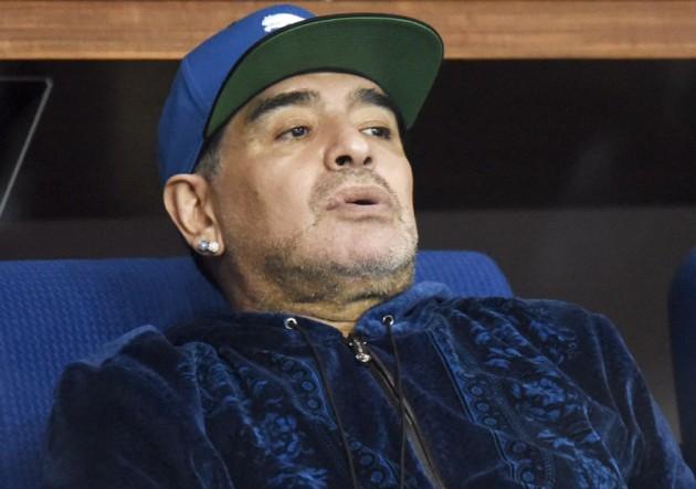Diego-Maradona_sentado_serio-2016_Getty