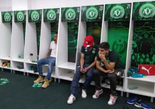 Jugadores_Chapecoense_camarin-tristes-2016