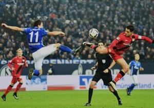 Schalke_Leverkusen_Chicharito_Konplyanka_2016_Getty