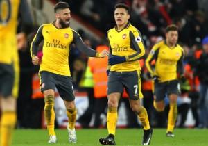 Alexis_Sanchez_serio_Giroud_festeja_Arsenal-2017