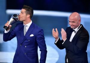 Cristiano_Mejor_FIFA_2016_Getty_2