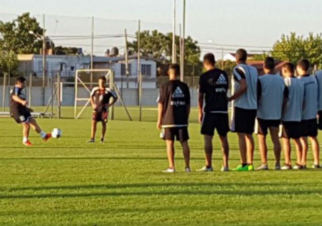 Maradona_tiro_libre_2017