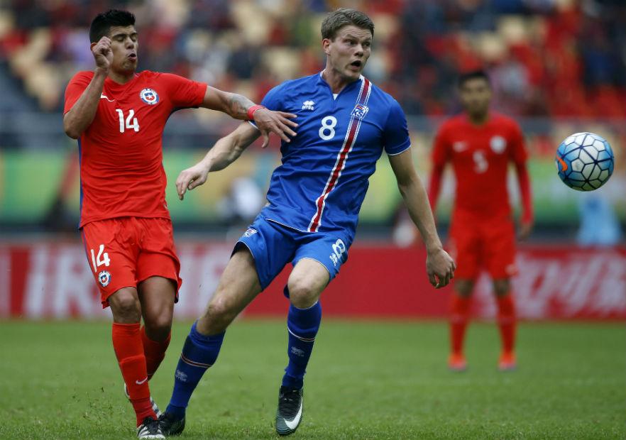 Pavez_Chile_Islandia_ChinaCup_2017_PS
