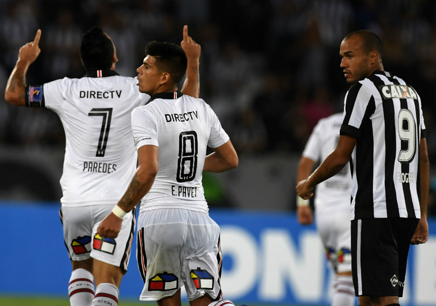 Botafogo_Colo_Colo_Paredes_Pavez_2017_Getty