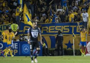 Eduardo_Vargas_gol_Tigres_Pumas_2017_PS