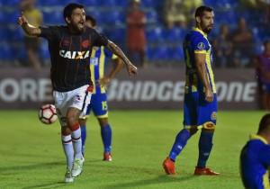 Luis_Gonzalez_Celebra_Paranaense_Capiata_Libertadores_2017_Getty2