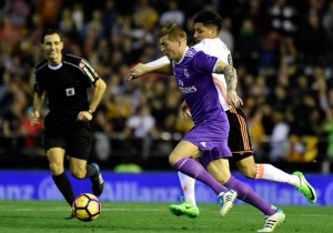 Toni_Kroos_Real_Madrid_Valencia_Disputa_Liga_2017_Getty