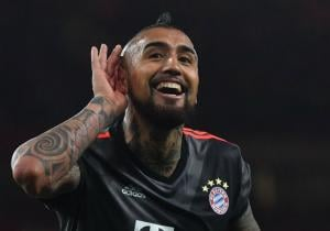 Arturo_Vidal_gol_Arsenal_Bayern_2017_1