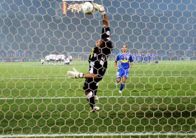 Bravo_Candelo_Superclasico_UdeChile_ColoColo_2006_PS