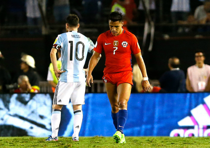 Messi_Sanchez_Argentina_Chile_Eliminatorias_2017_Photosport