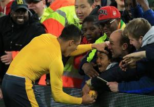 Alexis_Arsenal_hincha_Premier_2017