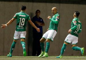 Audax_celebra_Católica_Riquelme_Clausura_2017_PS