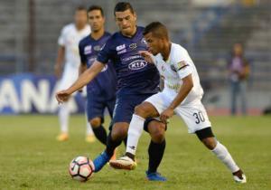 Isaac_Diaz_Disputa_Sol_De_America_Estudiantes_Caracas_Copa_Sudamericana_Getty_2017