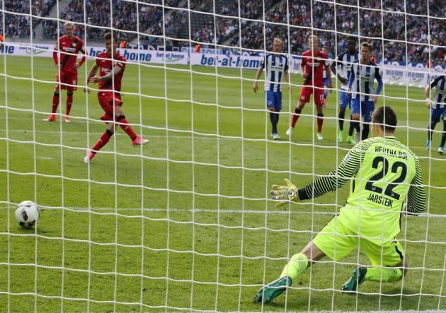 Charles_Aranguiz_anota_Leverkusen_Getty_2017