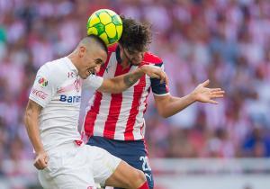 Chivas_Toluca_Gonzalez_Clausura_MX_2017_PS