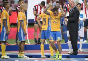 Eduardo_Vargas_medalla_enojo_Tigres_2017_PS