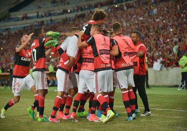 Paolo Guerrero anotó golazo en triunfo de Flamengo ante el Sao Paulo