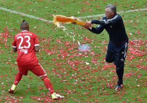 Vidal_Ancelotti_cerveza_Bayern_campeon_getty_2017_0