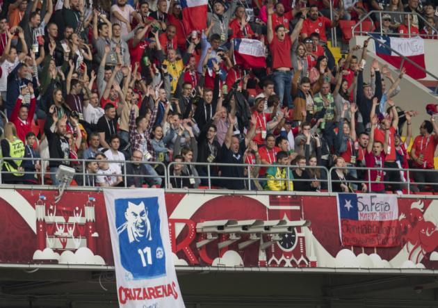 Hinchas chilenos protagonizaron riña en Moscú: dos resultaron apuñalados
