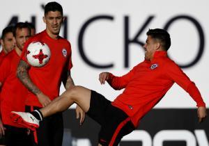 Hernandez_Silva_Entrenamiento_Chile_Confederaciones_PS