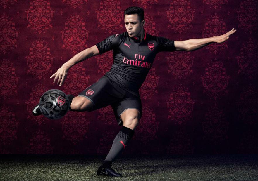 ¿La usará Alexis Sánchez  Arsenal dio a conocer su tercera camiseta.  Alexis Arsenal tercera camiseta 2017 312512c2464d0