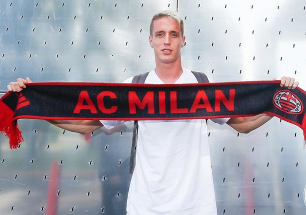 Andrea Conti se somete al reconocimiento médico con el Milan