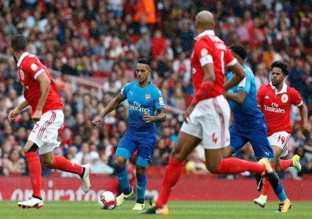 Arsenal goleó a Benfica en su estreno en la Emirates Cup