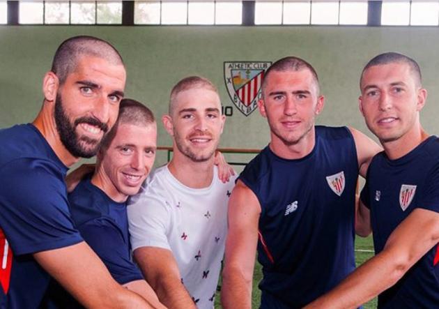 Plantel del Athletic se rapa en solidaridad con compañero con cáncer