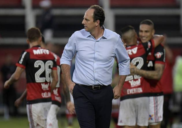 Paolo Guerrero anotó golazo en triunfo del Flamengo sobre Sao Paulo