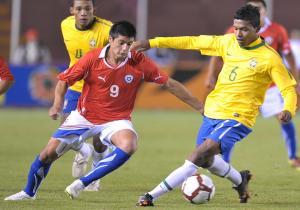 Chile's forward Yashir Pinto (L) and Bra