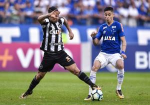 Leonardo Valencia-Cruzeiro v Botafogo - Brasileirao Series A 2017