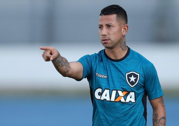Leonardo Valencia debutó en derrota de Botafogo