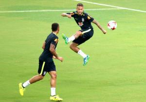 Neymar_GabrielJesus_Brasil_entrena_getty_2017
