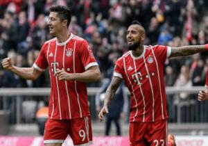 Bayern_Hamburgo_Lewandowski_celebra_Vidal_Bundesliga_2018_Getty_2