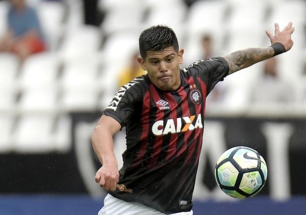 Lesión sacó a Esteban Pavez del empate de Atlético Paranaense