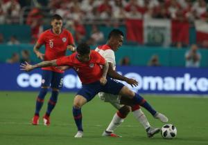 Chile_Peru_Amistoso_Mena_Marca_ANFP