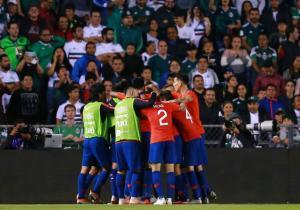 Mexico_Chile_Amistoso_Abrazo_Gol_Getty