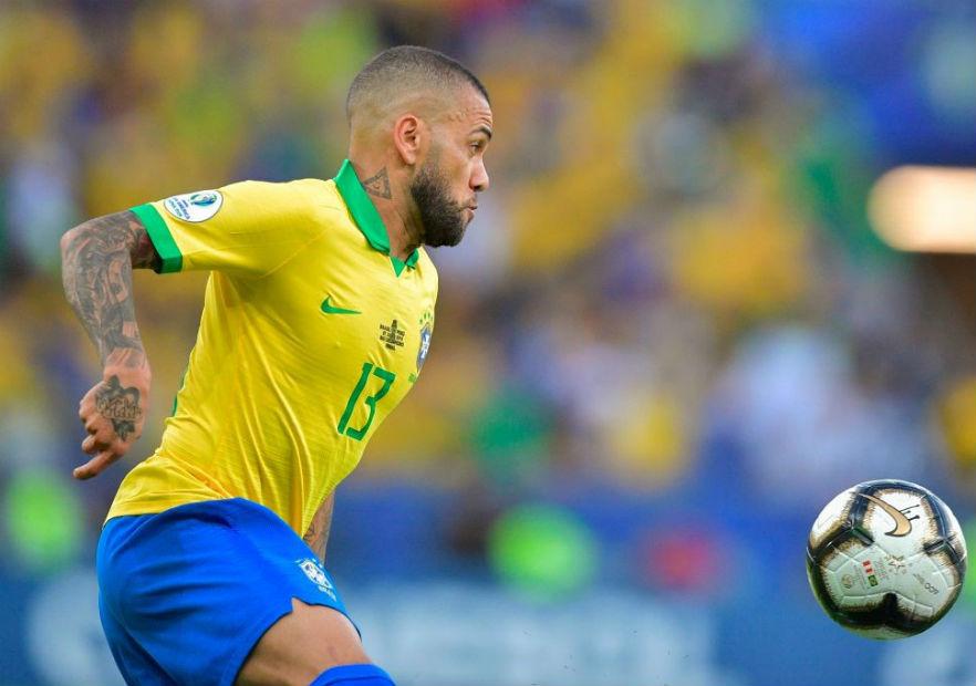 DaniAlves_Brasil_Peru_final_CopaAmerica_2019_getty